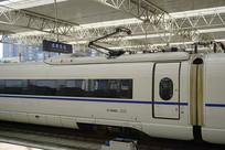成都东站站台及动车