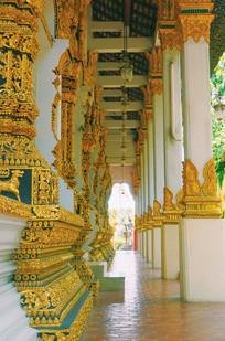 泰国失落古城寺庙走廊