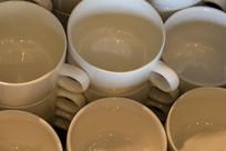 排列咖啡杯