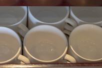 一排咖啡杯