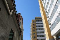 北京高楼大厦之间的蓝天
