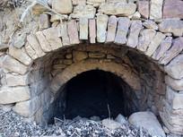 传统的石头拱圈门