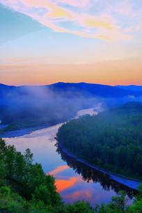 河湾晨雾朝阳风景