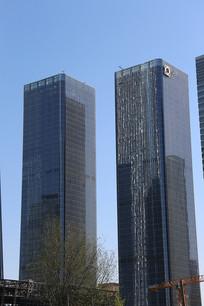 两栋高楼大厦