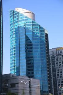 像酒瓶子的高楼大厦