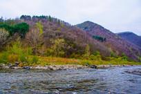 丹东宽甸河流与山峰