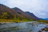 丹东宽甸青山沟河流与群山峰