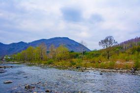 宽甸青山沟河流与山峰