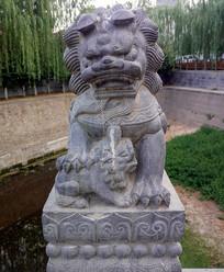 威武的石雕狮子