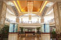 酒店大厅金色水晶吊灯