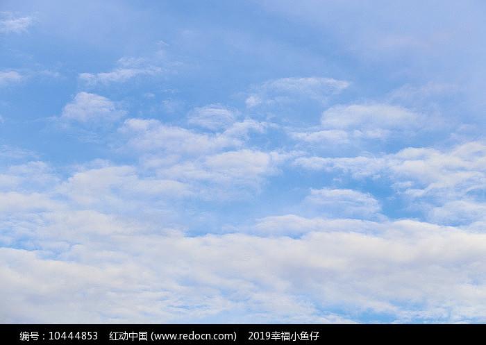 多云的天空图片