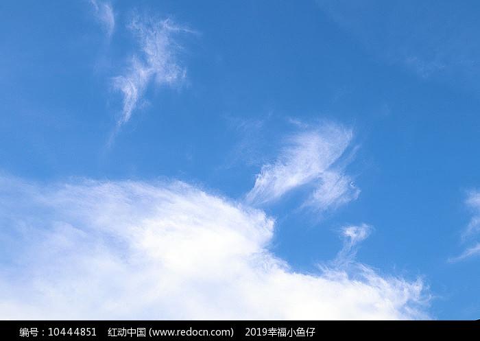 天空的多姿云朵图片