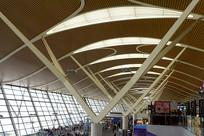 机场的玻璃采光顶室内内景