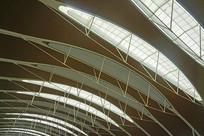 机场的室内玻璃采光顶
