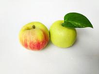 两个白里透红苹果