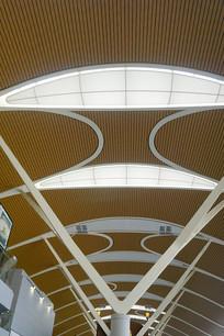 浦东机场的玻璃采光顶室内内景
