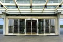 现代建筑的门庭及玻璃门