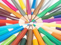 创意摆放的彩色铅笔图片