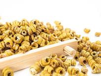 竹盘中的铁皮石斛枫斗