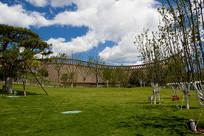 北京世园会中国馆在草坪上