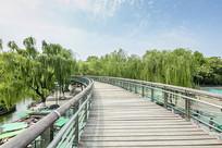 济南泉城公园行人桥