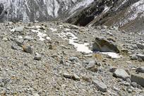 阿坝达古冰山山顶的冰蚀地貌