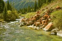 达古冰山的小溪和冰渍石