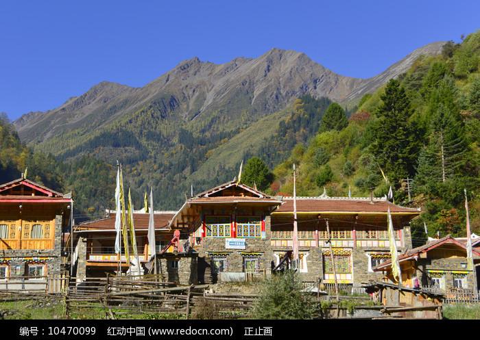 黑水三达古村的中达古藏寨图片
