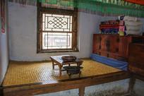 努尔哈赤故居火炕炕桌与铜盆