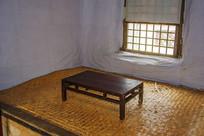 努尔哈赤故居火炕与炕上木桌