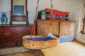 努尔哈赤故居婴儿吊床与炕柜