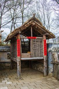 努尔哈赤故居院内木栏粮仓小楼