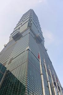 仰拍台北101大楼