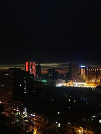 夜晚的城市高楼
