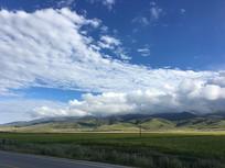 蓝天白云草原
