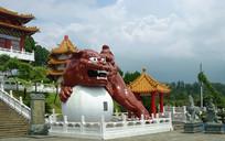 日月潭文武庙抱球狮子雕塑