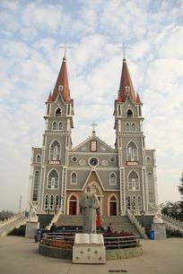 蓝天下的教堂