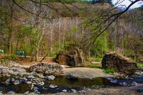 丹东宽甸飞瀑涧刻字石与山林