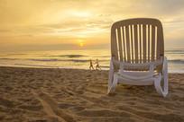 牵手日出的海边