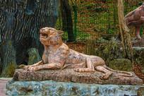 丹东宽甸虎溏沟老虎卧式雕像