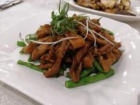 豆角炒鹅肠美食