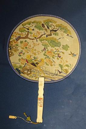 清代刻花檀木柄刺绣博古花卉芭蕉扇