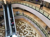 上海环贸中心自动扶梯横构图