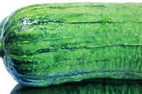 新鲜翠绿丝瓜