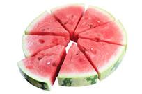 圆形拼盘西瓜和一块将要抽出的三角形西瓜