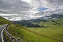 公路与草原