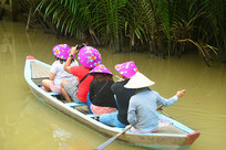 越南九龙江乘小船游览的游客