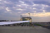 德国法兰克福机场航站楼的傍晚