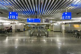 法兰克福机场候机厅自动扶梯