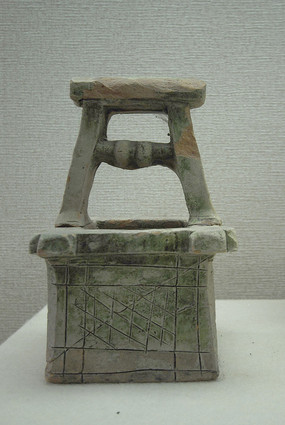 李鸿章故居展出的东汉陶井